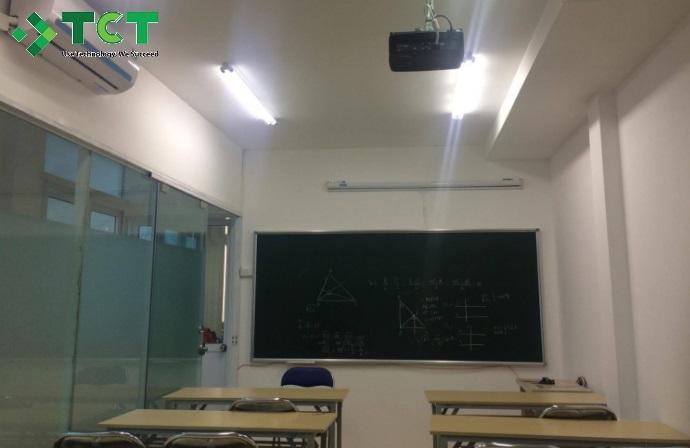 Máy chiếu Acer X128H cho lớp học