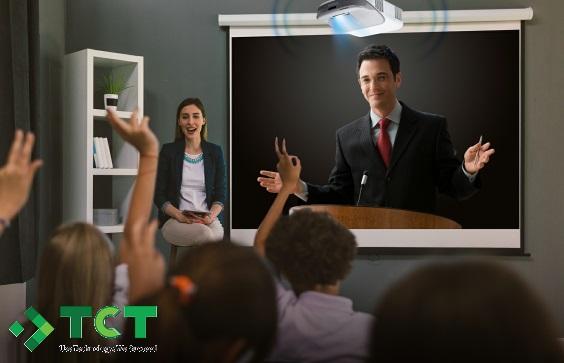 Máy chiếu tương tác cho lớp học
