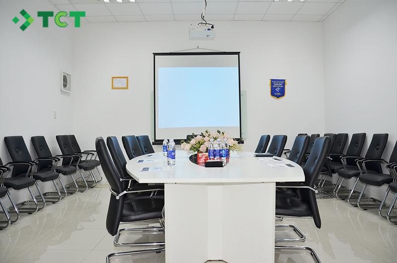 Máy chiếu Epson EB-U42 phòng họp